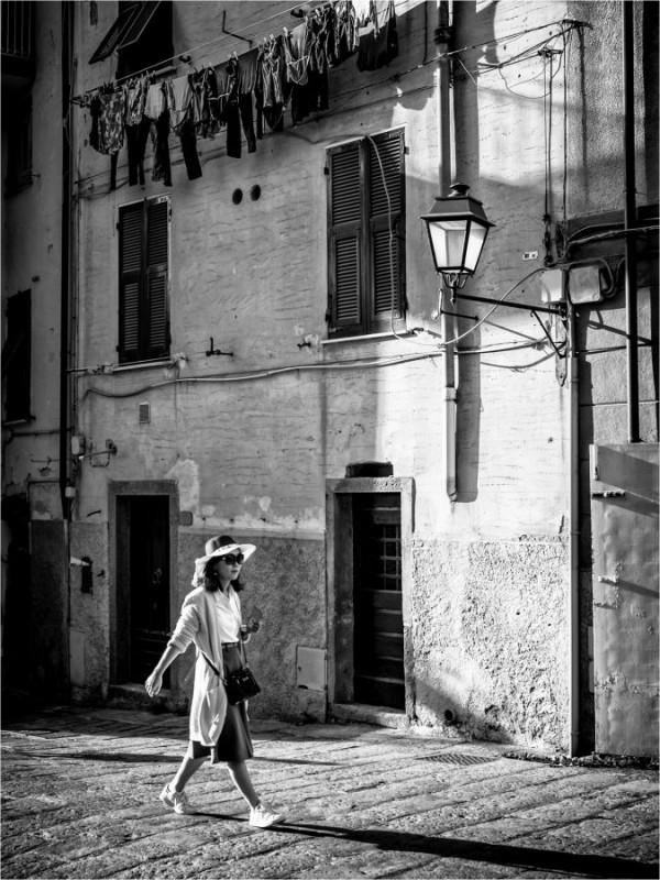 """""""La passante"""" Gérald Olivier / Sté Havraise de Photographie 6e 47pts"""