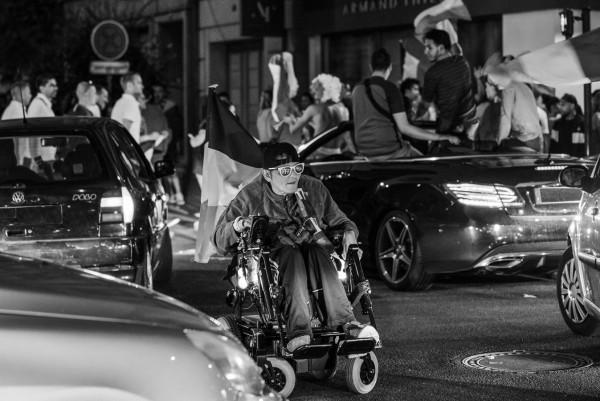 """""""Folie dans la rue après le mondial"""" Guy Henry / Photo Club Ebroicien 19e 44pts"""